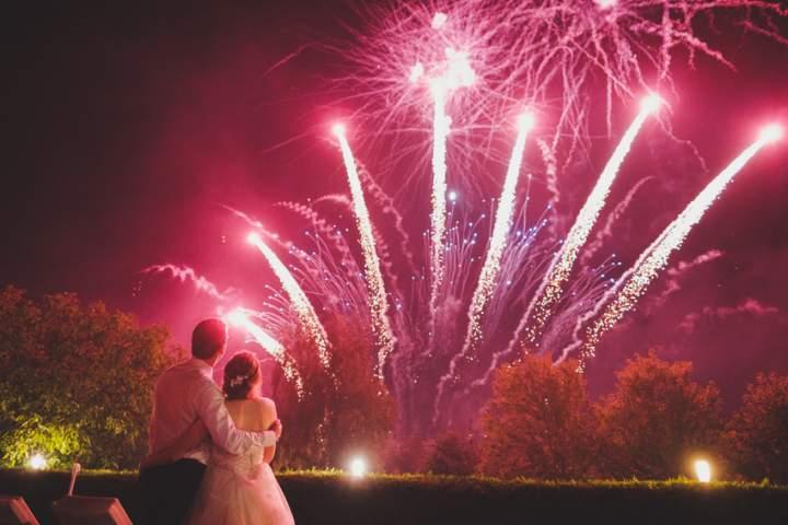 00008_fuochi-artificio-matrimonio-spettacolo-pirotecnico-in-giardino-privato.jpg